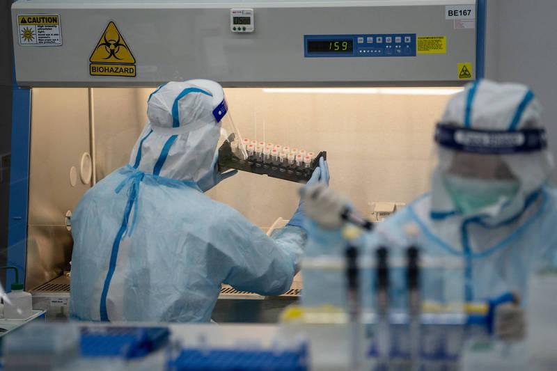 美國、英國等多個西方國家指稱武漢肺炎是「中國實驗室人造生化武器。」,示意圖。(彭博)