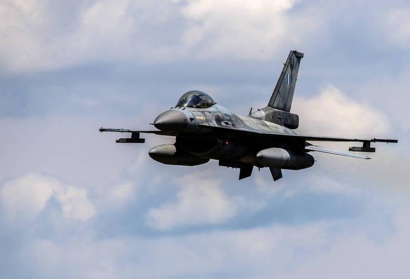 美國空軍飛行員瓊斯,於去年12月駕駛F-16戰機時不幸墜機喪命,近日調查結果出爐,指出他是因「空間迷向」、「天候不佳」及「失去衛星數據」,才會發生憾事,示意圖。(歐新社)