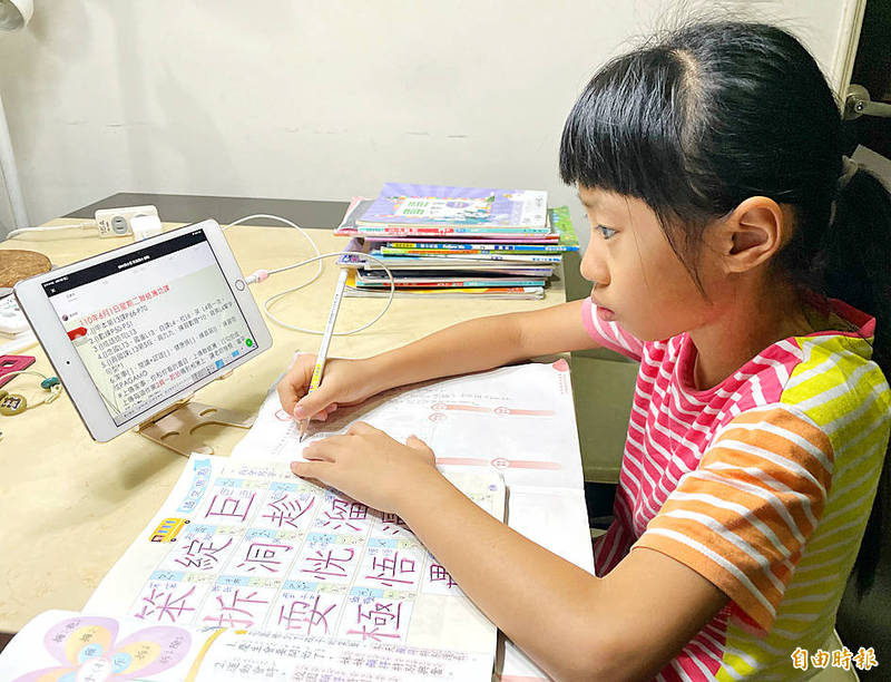 A student looks at a tablet screen while participating in an online class in Taipei on June 1. Photo: Liu Hsin-de, Taipei Times