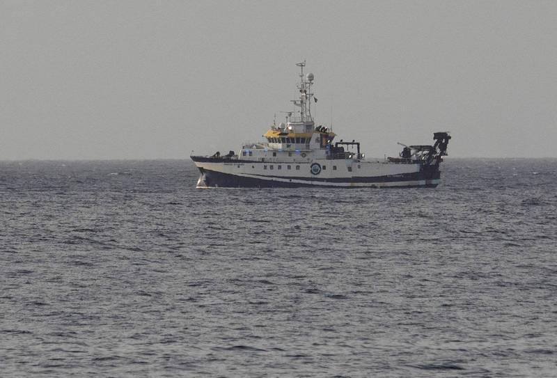西班牙特內里費島 (Tenerife) 附近的水域發現了1具6歲女孩遺體。圖為西班牙船隻正在進行搜索。(歐新社)