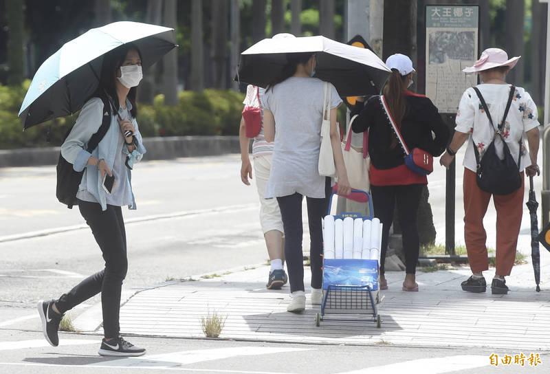 不少民眾對今年5月異常炎熱的現象仍餘悸猶存。(資料照)
