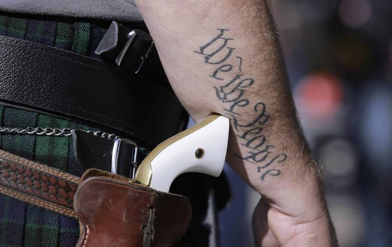 美國德州上月才通過槍枝新法,12日驚傳大規模槍擊案。示意圖。(美聯社資料照)