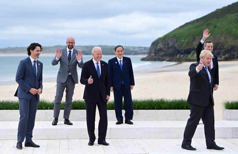 拜登(前排中)在G7會議上呼籲各國一同對中國採取行動。(歐新社)