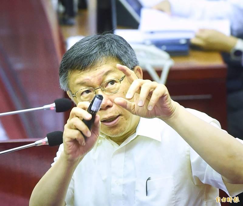 高雄市嚴謹的疫苗部署,卻遭台北市長柯文哲(見圖)嗆說是內線交易。(資料照)