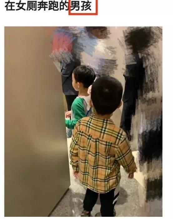 有女性網友控訴不少媽媽放蹤男童在女廁奔跑。(翻攝自微博)