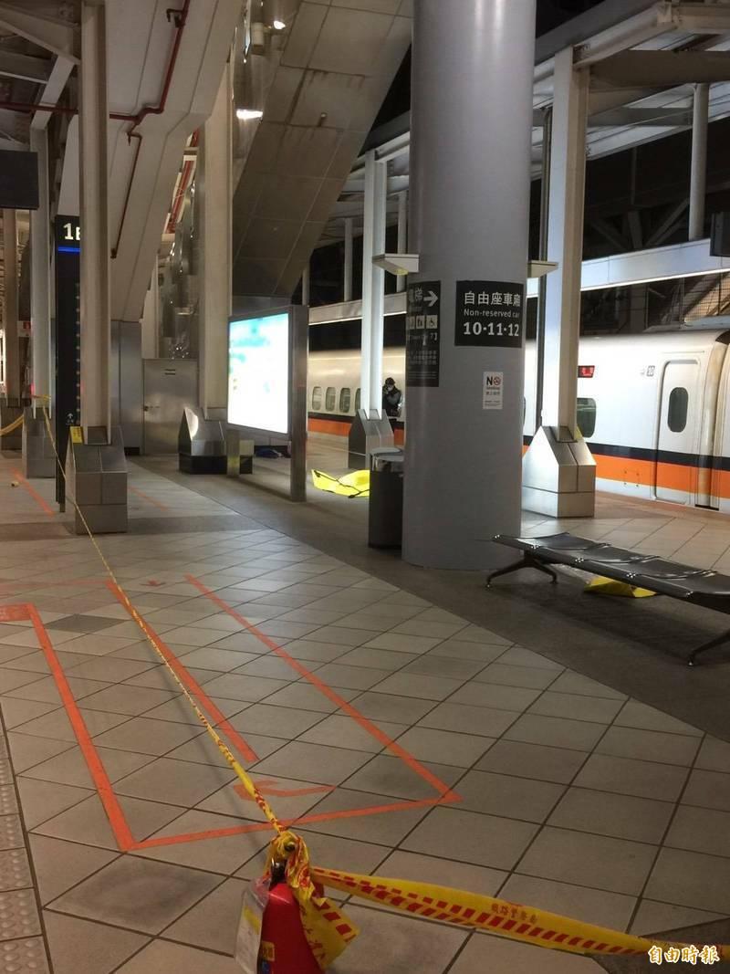 高鐵左營站今年2月25日晚間驚見疑似爆裂物,警方封鎖現場。(檔案照)