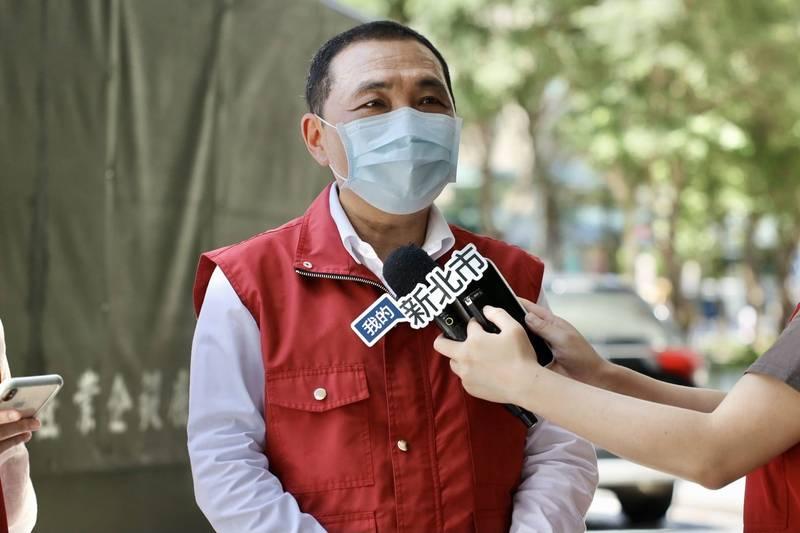 侯友宜表示,大約在一個禮拜內,能夠將長照機構的民眾接種疫苗。(資料照,新北市新聞局提供)