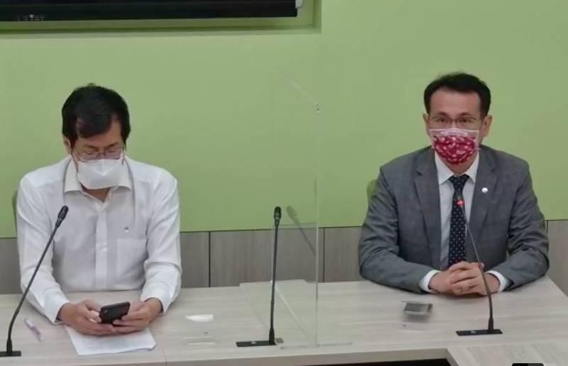 民進黨立委鄭運鵬(右)、羅致政(左)。(記者謝君臨翻攝)