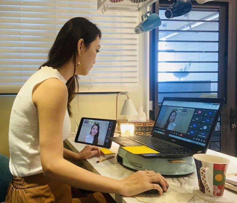 民安國小教師張琬湄主持國小藝術線上課程設計。(新北市教育局提供)