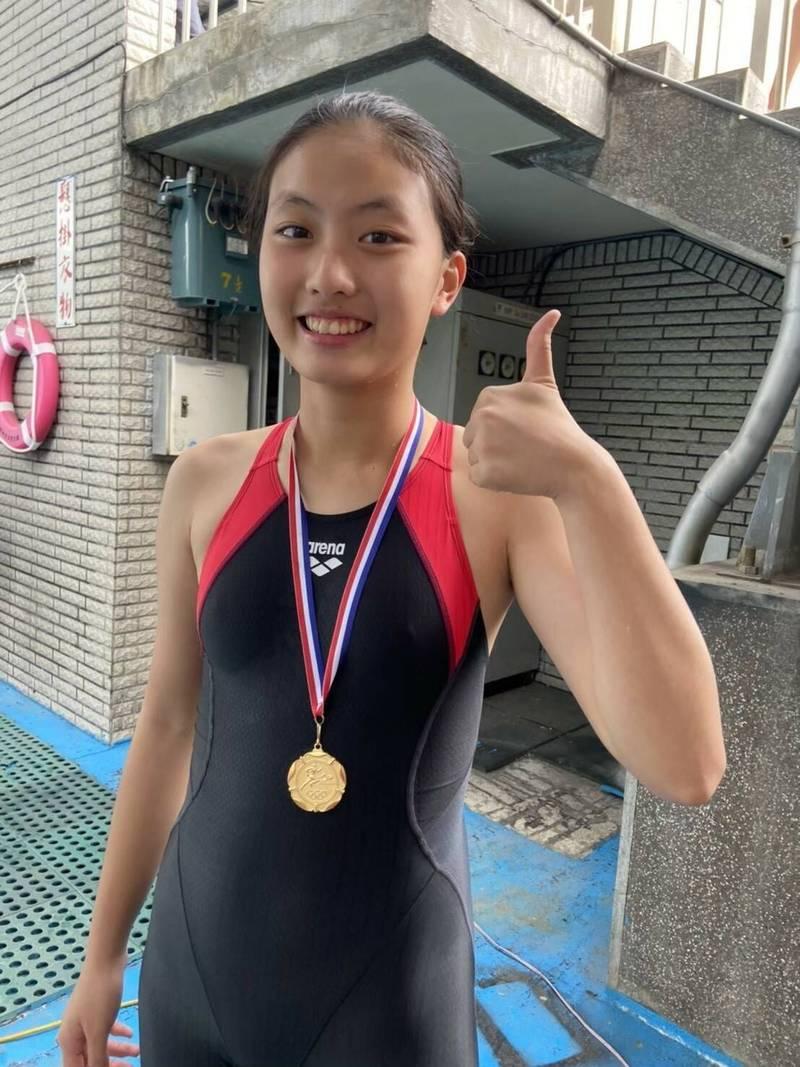 嘉義國中泳將陳語希,是比賽常勝軍。(記者王善嬿翻攝)