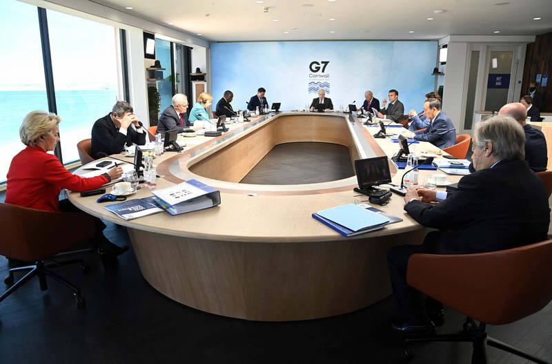 七大工業國集團(G7)領袖峰會今晚落幕,G7聯合公報首度提及維護台海和平穩定的重要性,並鼓勵以和平方式解決兩岸議題。圖為G7領袖會議照片。(取自G7臉書)