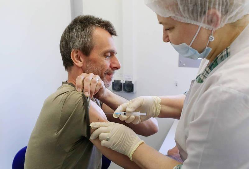 莫斯科將獎勵接種疫苗的民眾,辦抽獎贈送汽車。(路透)