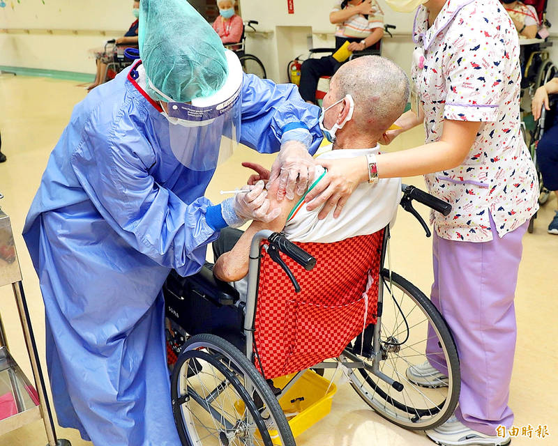Medical staff administer a shot of the AstraZeneca COVID-19 vaccine to a person at a care home in Chiayi County yesterday. Photo: Wang Shan-yen, Taipei Times