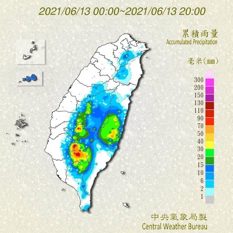 高雄山區今天下午4點開始下起大雨,根據中央氣象局的觀測資料,六龜區妙崇寺觀測站在3小時內下了125.5毫米,杉林區集來也有68毫米。(取自中央氣象局網站)
