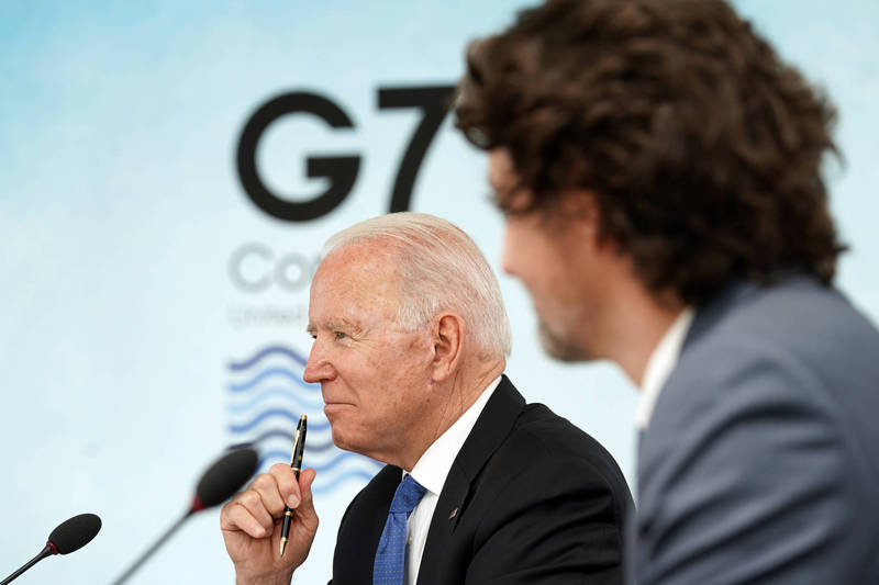 G7領袖峰會近日於英國康瓦爾郡卡比斯灣(Carbis Bay)展開,新上任的美國總統拜登表現讓其他成員國稱讚。(美聯社)