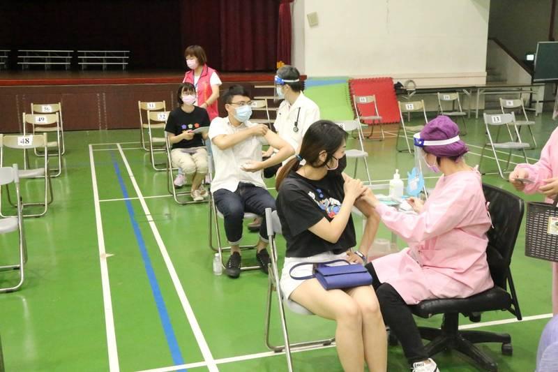 中市85歲以上長輩15日開始施打疫苗,採日本「宇美町式」接種法(市府提供)