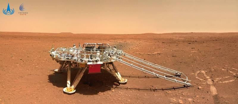火星探測器「天問一號」登陸時,底部因強烈的引擎噴氣導致「具大坑洞」,專家就示警,很有可能會塌陷。(路透)