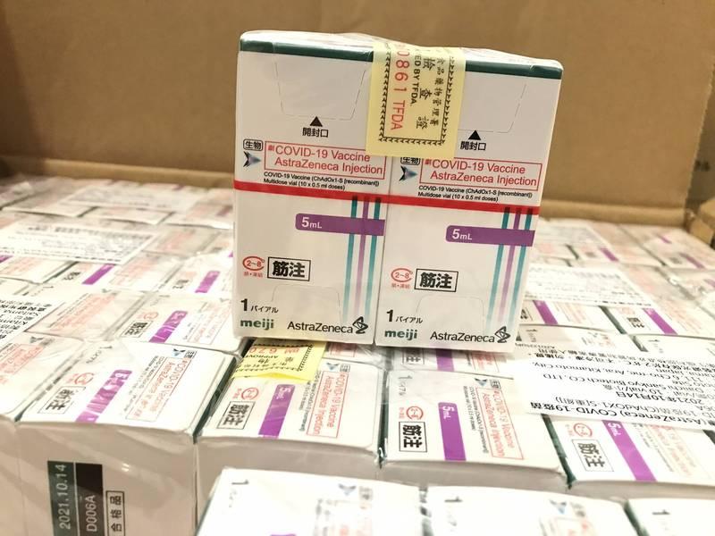 這位網友直言「台北市推出網路預約疫苗接種,有可能造成情況混亂」,該PO文引起許多網友留言。示意圖,圖與新聞事件無關。AZ疫苗示意圖,圖與新聞事件無關。(資料照)