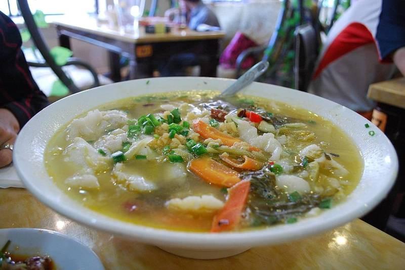 酸菜魚是起源於重慶的一道知名菜色,做法多樣,主要原料為草魚、酸菜、泡辣椒、花椒、生薑或泡薑等。(取自維基百科)