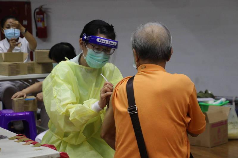 台東縣8000劑AZ疫苗今起施打。(台東縣府提供)