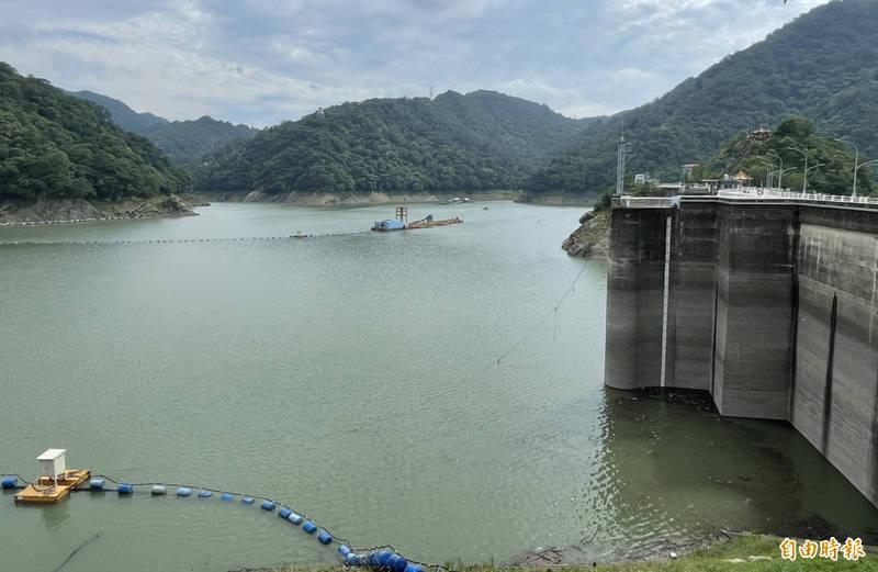 好消息!石門水庫蓄水率時隔百日重返半庫、蓄水量也破億。(記者李容萍攝)
