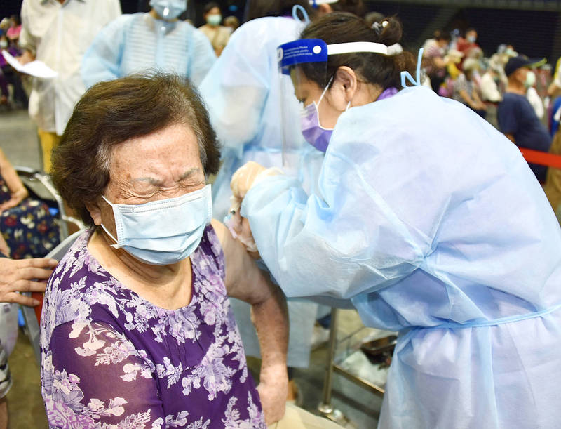 A medical worker administers the AstraZeneca COVID-19 vaccine at the K-Arena in Kaohsiung yesterday. Photo: CNA