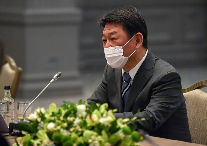 日本外相茂木敏充今天宣布將提供AZ疫苗給越南、印尼、泰國、菲律賓及馬來西亞共5國。(美聯社資料照)