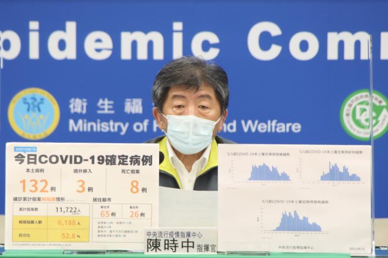 陳時中今天表示,他自己本該接種第2劑疫苗時間已到,但「還要再等等」。(指揮中心提供)