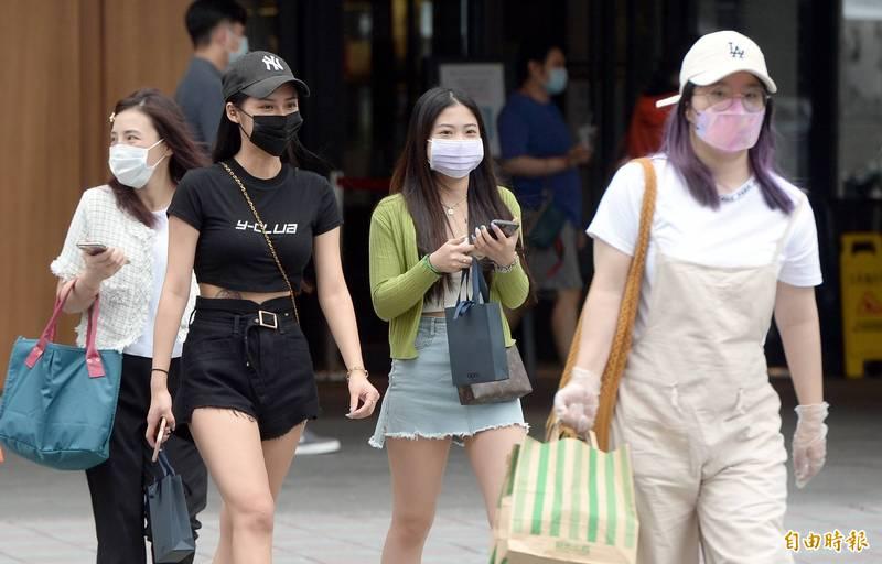 中央氣象局指出,今天(15日)中南部有雨,溫度方面部分地區高溫炎熱。(資料照)