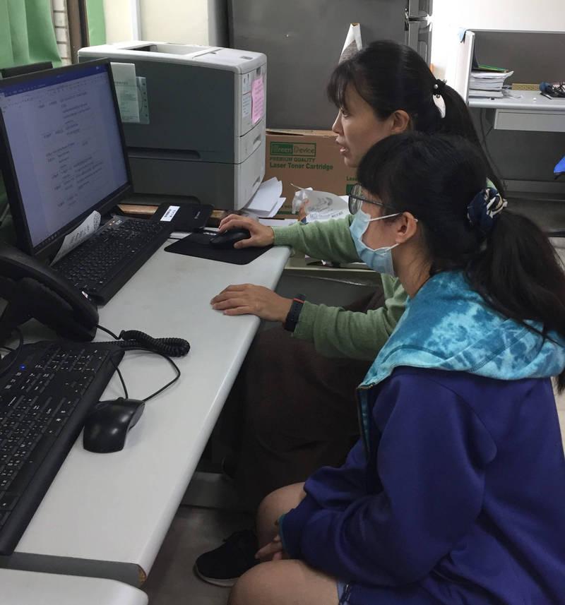 新北市教育局與陽明交大EWANT平台合作開設暑期專班,提供學生線上學習。(新北市政府教育局提供)