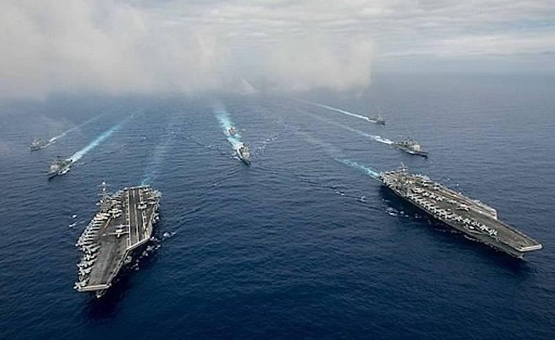 2010年6月21日,美國海軍罕見出動羅斯福號(USS Theodore Roosevelt)和尼米茲號(USS Nimitz)兩航艦打擊群,在菲律賓海聯合演習。(取自美國海軍第七艦隊推特)