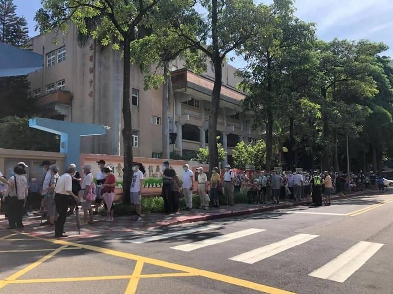 名醫林靜儀親自繪圖,指台北市「走虛線的途徑」,混亂與辛苦已經有目共睹。(議員許淑華提供)