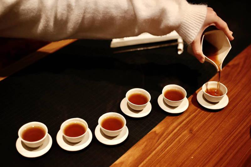網路流傳消息宣稱「泡茶葉喝能預防冠狀病毒」,台灣事實查核中心指出,此傳言為「錯誤」訊息。(歐新社)