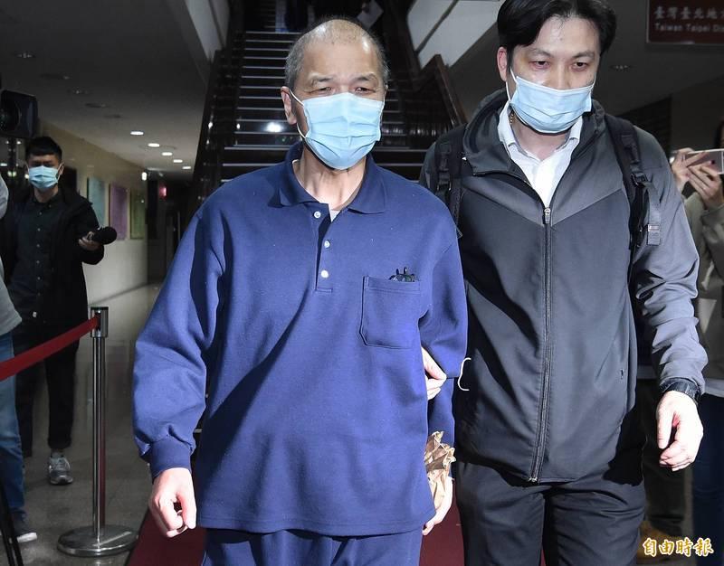 台北地方法院合議庭裁定自6月15日起,唐楚烈(左)4人仍須每週五至派出所現身報到一次。(資料照)