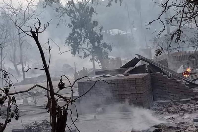缅甸军方镇压抵抗分子 放火烧村