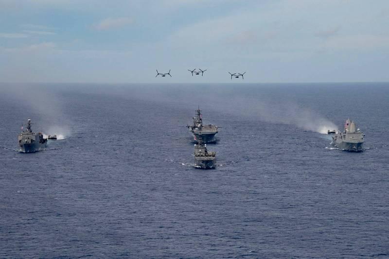 日本海上自衛隊運輸艦「下北號」與美國海軍兩棲戰備群一同演練。(圖擷取自美軍「美利堅號」臉書粉絲專頁)