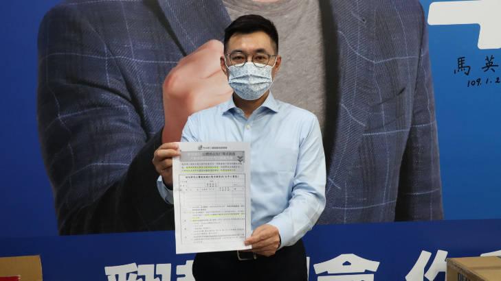 國民黨主席江啟臣今晚在臉書爆料,經濟部台中工業區調查疫苗施打,竟然出現「超前授權」表態調查。(國民黨提供)