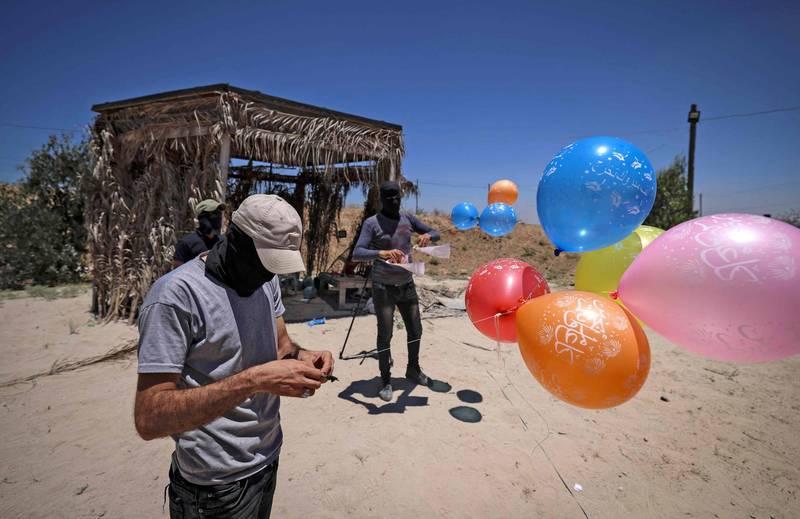 巴勒斯坦武裝份子以「縱火氣球」攻擊國境南部。(法新社)