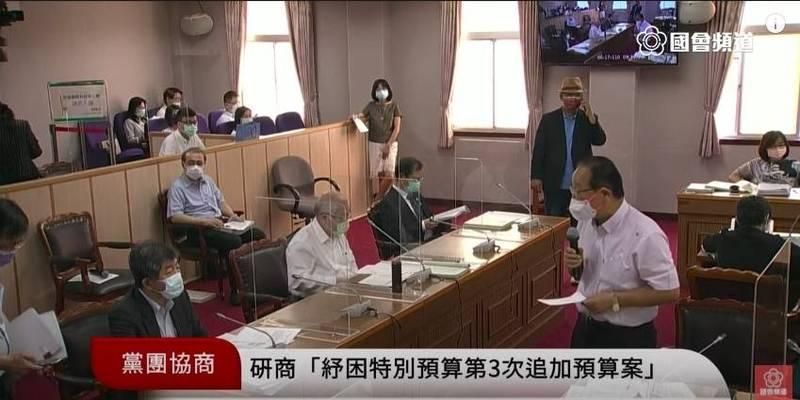 國民黨立委林德福詢問衛福部長陳時中。(記者謝君臨翻攝)