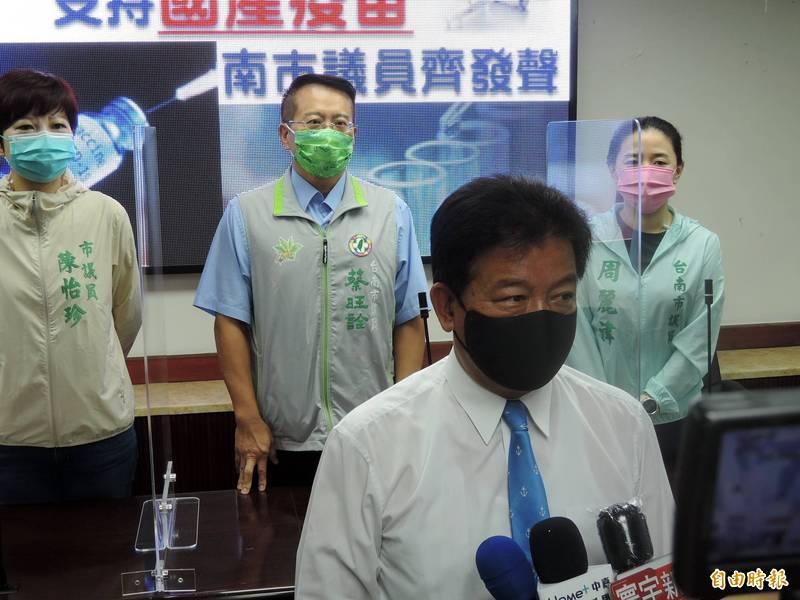 南市議長郭信良說,他願率先施打國產疫苗。(記者蔡文居攝)