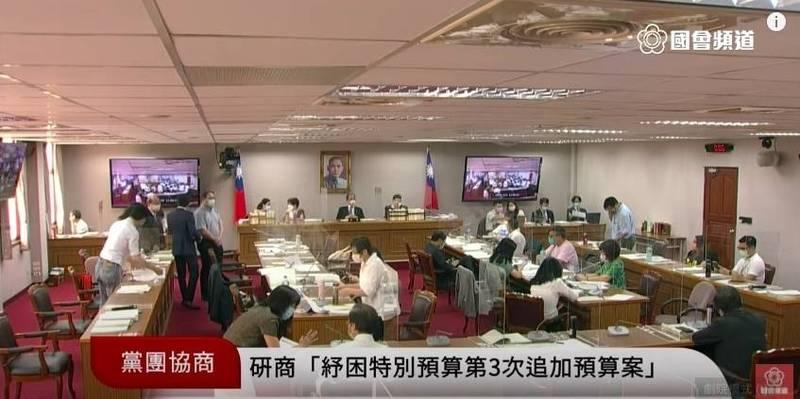 立法院長游錫堃今召集朝野黨團協商「紓困4.0特別預算案」。(記者謝君臨翻攝)