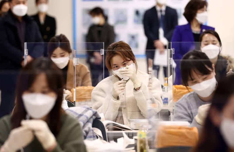 南韓目前主要使用AZ、輝瑞和嬌生三種疫苗。(歐新社)