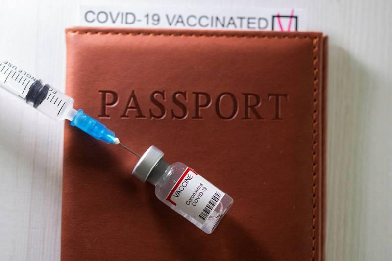 日本政府擬參照歐盟措施,7月推動「疫苗護照」。(路透資料照)