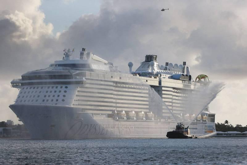 皇家加勒比郵輪海洋奧德賽號有8名船員在完成接種疫苗後,病毒篩檢仍呈陽性反應,因此首航日延期至7月31日。(法新社)