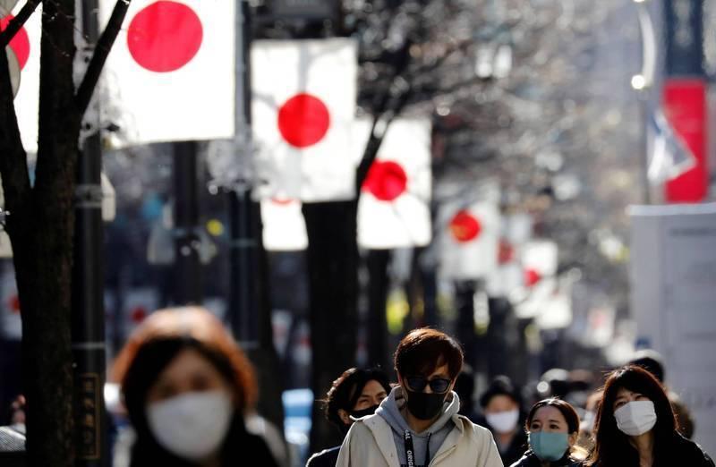 日本首相菅義偉今天傍晚宣布將於下週調降包括東京和大阪9都道府縣的防疫等級。(路透資料照)
