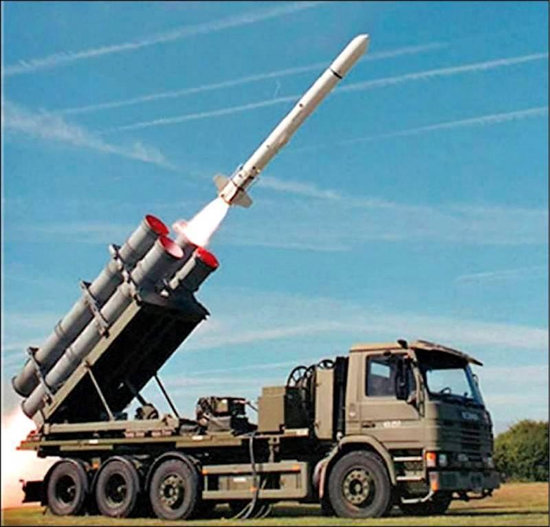 國防部今天公告重大軍購案的決標案,其中,「飛彈乙批」購案已經決標,履約機關為海軍司令部,加上履約地點為高雄市,研判此案就是以岸置型魚叉飛彈系統為主。圖為機動發射的魚叉飛彈系統。(取自Boeing Defense推特)