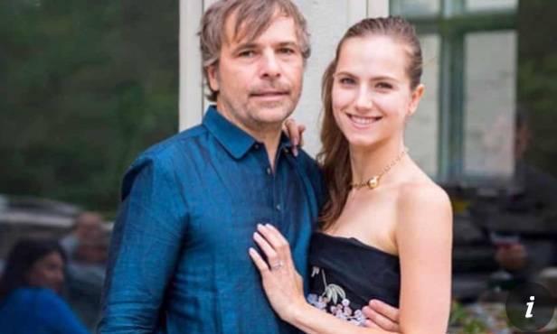 加拿大富豪夫妻貝克(圖左)及捷琳娜(圖右)1月21日到邊境河狸溪(Beaver Creek)原住民社區,謊稱為當地人插隊搶先打武漢肺炎疫苗。(圖擷取自推特@ReportsDaNews)