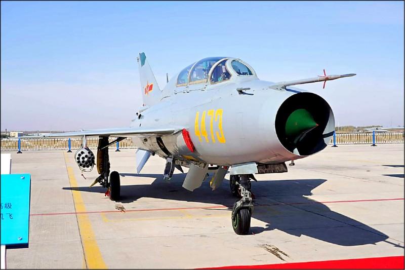 國防部公布侵擾我西南空域的殲七戰機同型機照片。(國防部提供)