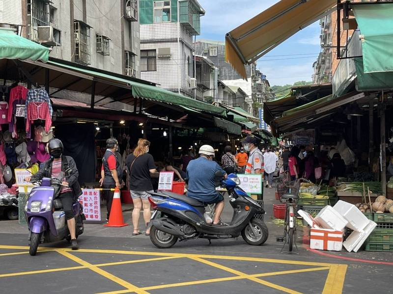 中和勝利、文元市場經確認未有攤商確診,仍休市3天清消。(中和區公所提供)