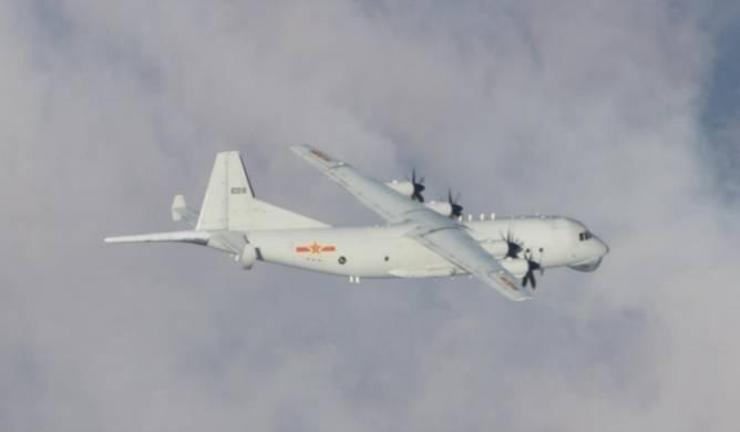 國防部公布18日侵擾我西南空域的運8反潛機機同型機照片。(國防部提供)